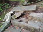 崩れた石段
